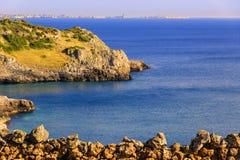 błękitny skał denny seascape nieba lato Salento wybrzeże: Podpalany Uluzzo (Lecka) Włochy (Apulia) Fotografia Stock