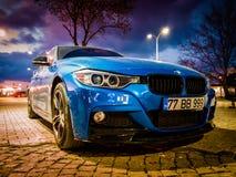 Błękitny sporta sedanu samochód Fotografia Stock