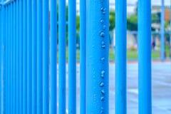 Błękitny stali ogrodzenie wokoło boisko do piłki nożnej Zdjęcia Royalty Free