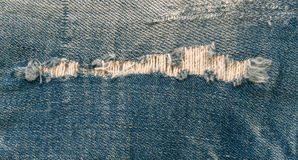 Błękitny stary rozdzierający cajgu zbliżenie Zdjęcia Royalty Free