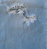 Błękitny stary rozdzierający cajgu zbliżenie Obrazy Stock