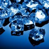 błękitny sześcianów lodu światło Zdjęcia Stock