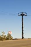 błękitny szpaltowy elektrycznego pola niebo Zdjęcia Royalty Free