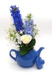 Błękitny teapot z bukietem Zdjęcie Stock