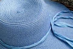 Błękitny Textured słońce kapelusz zdjęcia stock