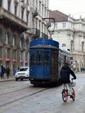 Błękitny tramwaj w Mediolan Obrazy Stock