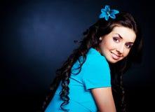 błękitny ubierająca dziewczyna Zdjęcie Royalty Free
