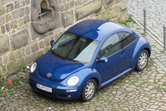 Błękitny Volkswagen New Beetle Zdjęcie Stock
