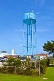 błękitny watertower przeciw błękitnemu chmurnemu niebu Obraz Royalty Free