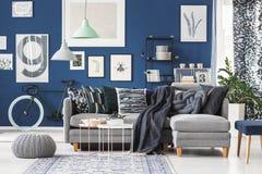 Błękitny wnętrze z plakatową galerią Obrazy Royalty Free