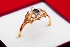 błękitny złocistego pierścionku biel cyrkony Zdjęcie Royalty Free