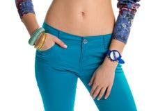 Błękitny zegarek na kobiety ręce obrazy stock