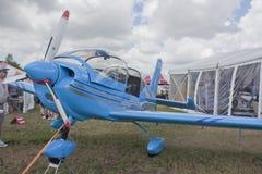 Błękitny Ziln Z242L Guru Samolotu Błękitny Zakończenie Zdjęcie Royalty Free