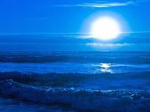 Błękitny zmierzch Nad oceanem Obrazy Royalty Free