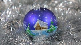 Błękitnych wielkich nowego roku i bożych narodzeń dekoracj szklana piłka z domem - dekoracje zdjęcie wideo
