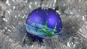 Błękitnych wielkich nowego roku i bożych narodzeń dekoracj szklana piłka z herringbone - dekoracje zbiory wideo