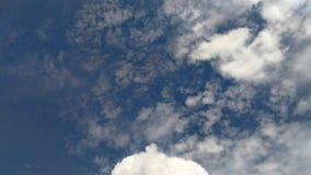 Bławy niebo z chmurą Obrazy Royalty Free