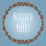 Błogosławiony Yule boho literowanie w wianku czerwonych jagod kolorowy ornament royalty ilustracja