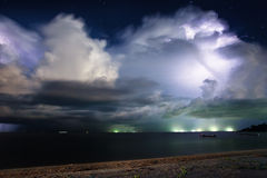 Błyskawica nad morze. Tajlandia Zdjęcie Stock