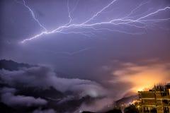 Błyskawica nad Sa Pa góry, północny wietnam Obrazy Stock