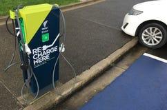 Błyskawicznego elektrycznego pojazdu ładuje stacje Fotografia Royalty Free