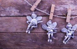 Błyskotliwość anioła bożych narodzeń zabawki na drewnianym tle Zdjęcia Stock
