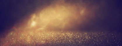 Błyskotliwość rocznik zaświeca tło czarne złoto defocused zdjęcia royalty free