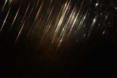 Błyskotliwość rocznik zaświeca tło czarne złoto skupiający się obraz stock