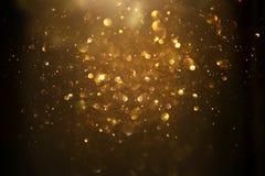Błyskotliwość rocznik zaświeca tło czarne złoto skupiający się obrazy stock