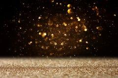 Błyskotliwość rocznik zaświeca tło czarne złoto skupiający się fotografia stock