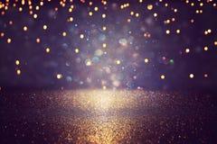 Błyskotliwość rocznik zaświeca tło czerń, złoto i purpury, skupiający się zdjęcie royalty free