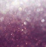 Błyskotliwość rocznik zaświeca tło fioletowy white defocused obrazy royalty free
