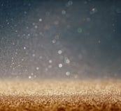 Błyskotliwość rocznika świateł tło z lekkim wybuchem srebro, błękit i biel, skupiający się obrazy royalty free