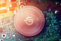 Błyszcząca miedziana krasnoludka cryptocurrency moneta na rozmytym płyty głównej tle Fotografia Stock