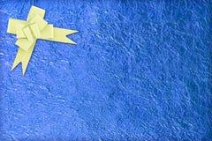 Błyszczący błękitny liścia i złota faborek Obraz Royalty Free