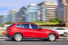 Błyszczący czerwony BMW X1 1 8i na drodze, Pekin, Chiny Zdjęcia Royalty Free