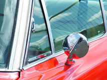 Błyszczący okrzesany czerwony samochód Fotografia Royalty Free