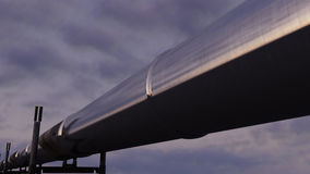 Błyszczący rurociąg przeciw evening chmurnego niebo, CGI Zdjęcia Royalty Free