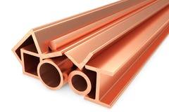 Błyszczący staczający się miedziani metali produkty na bielu Obraz Stock
