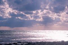 Błyszczenia morze Błyszcząca woda morska, burzowa Obraz Stock