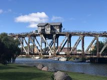 Błyszczka Rzeczny Bridżowy dom zdjęcie royalty free