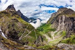 Błyszczki ` s ścieżki Trollstigen lub Trollstigveien wijąca halna droga Fotografia Royalty Free