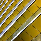 b大厦区详细资料金属结构上的黄色 库存照片
