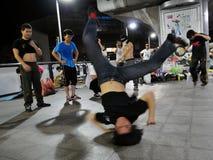 b男孩跳舞街道 免版税库存图片