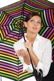 b美丽的五颜六色的伞白人妇女 免版税图库摄影