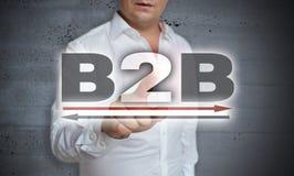 B2B η οθόνη επαφής εικονιδίων χρησιμοποιείται από το άτομο Στοκ Φωτογραφία