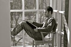 σπουδαστής ανάγνωσης βι&b Στοκ Φωτογραφία