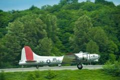 B-17 het opstijgen stock foto