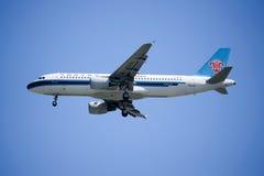 B-6251 Airbus A320-200 da linha aérea do sul de China Foto de Stock Royalty Free