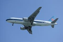 B-6303 Airbus A320-200 da linha aérea do sul de China Foto de Stock Royalty Free